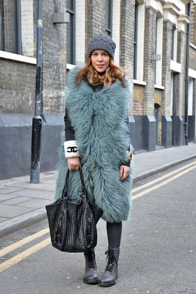 Street Style London Costume De Rigueur